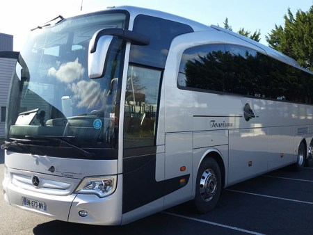 Hire a coach with driver in Mont de Marsan