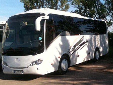Coach and minibus in Antibes