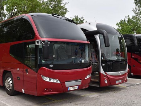 49 to 53 seater coaches in Aix en Provence