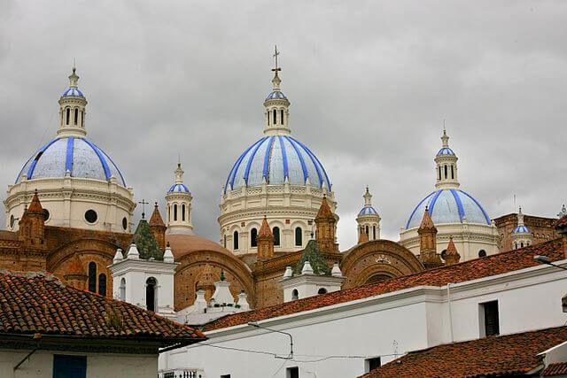 640px-Domes_of_the_New_Cathedral_in_Cuenca,_Ecuador