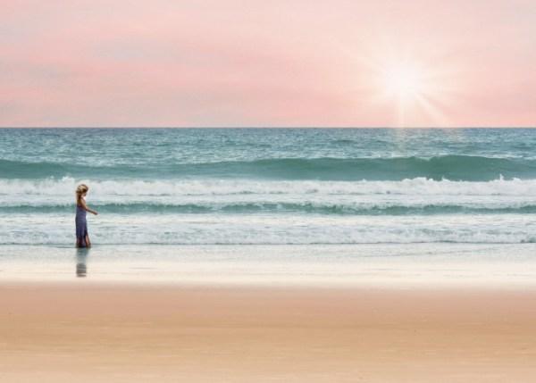 Afbeelding van kind langs de zee gevonden op www.coachingmetsanne.com coaching den haag Blog over kinderwens