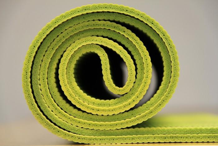 afbeelding van groene yogamat van coachingmetsanne.com life coach Den Haag yogatips