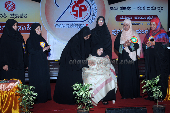 Shanthi Prakashana honours Hawwa binthi Aboobakar ...