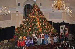 Singing christmas tree full