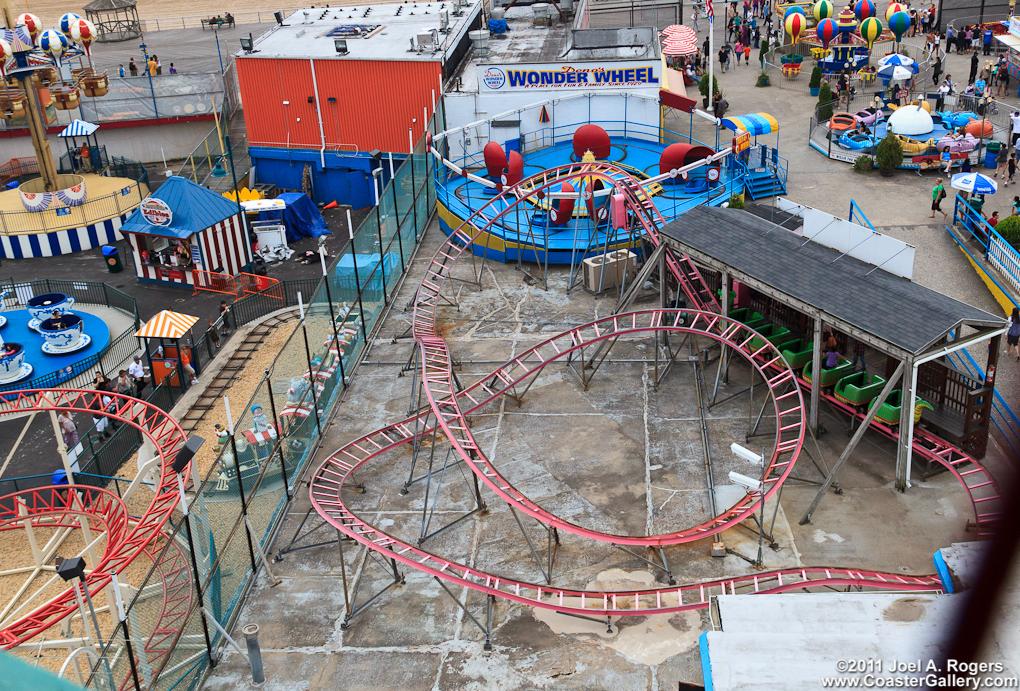 Dinos Wonder Wheel Amusement Park
