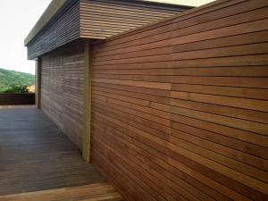 Building alterations done in zimbali shows a beautiful Balau Timber Screen