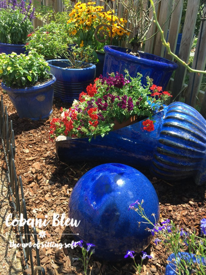 How to Create a Colorful Backyard | CobaniBleu | www.cobanibleu.com