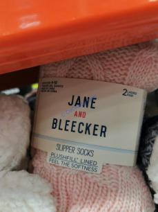 Costco-1064829-Jane-and-Bleecker-Slipper-Sock2