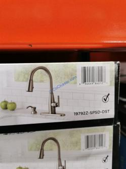 Costco-1600304-Delta-Varos-Pulldown-Kitchen-Faucet-bar