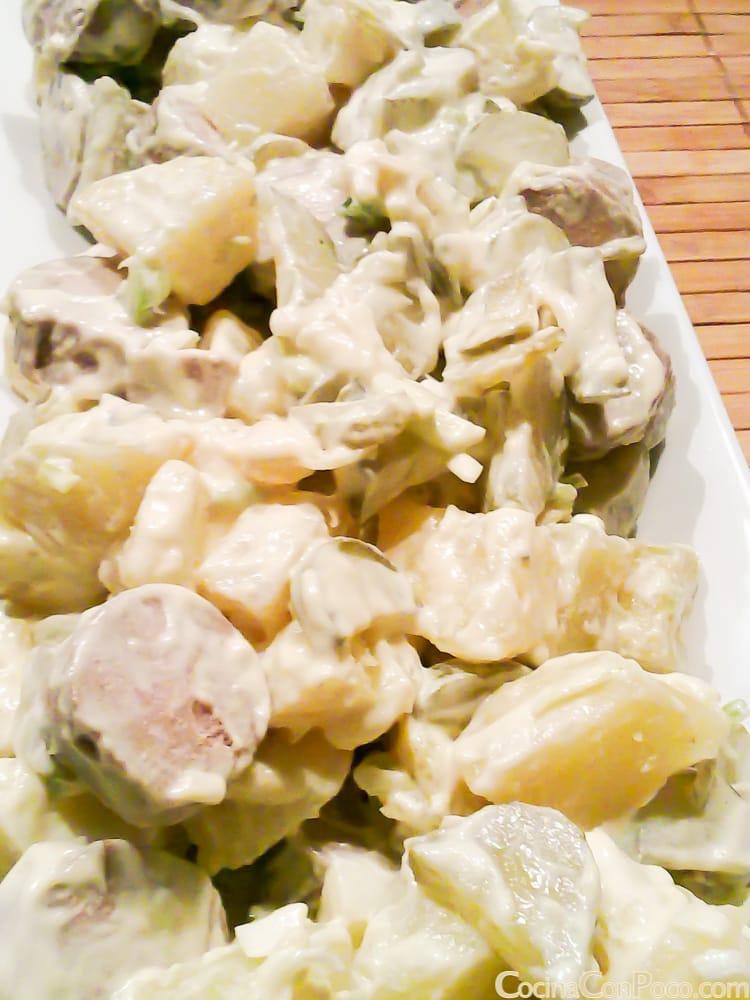 ensalada alemana de patatas y salchichas receta