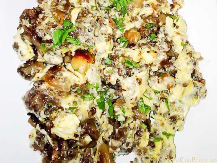 Revuelto de setas y morcilla de arroz