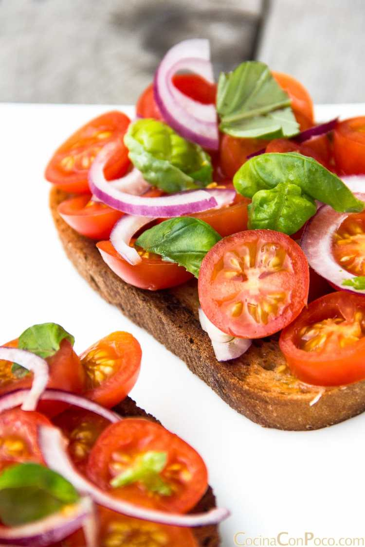 bruschetta receta italiana tomate cebolla albahaca