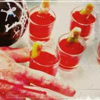 Chupitos y cocteles de sangre