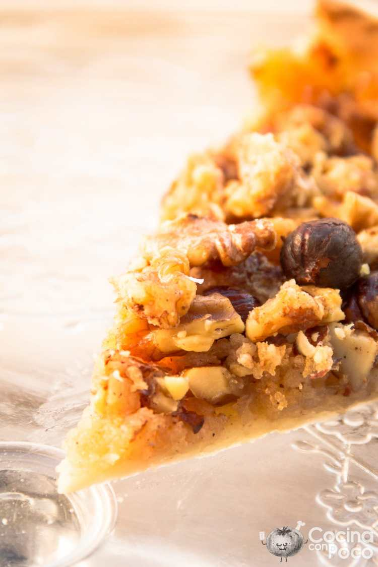 Tarta sueca de manzana con nueces almendras y avellanasTarta sueca de manzana con nueces almendras y avellanas