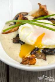 Huevo poché en crema de almendras y setas