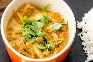 Cordero tikka masala - plato con mezcla de especias sabor a India