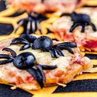 Mini pizza de araña - receta de Halloween