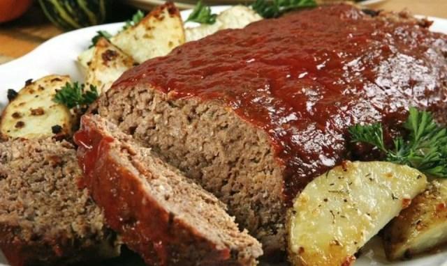 Pastel de carne relleno al horno
