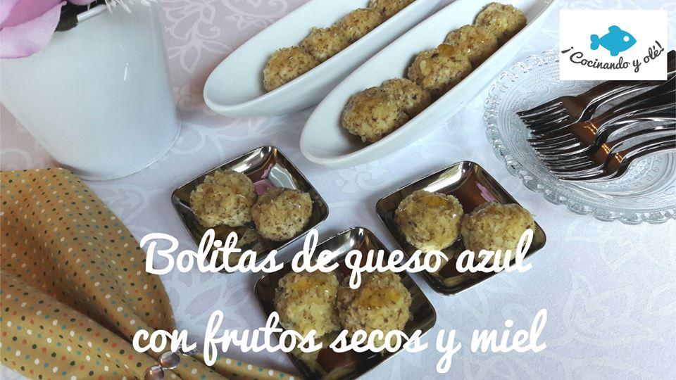 bolitas de queso azul con frutos secos y miel