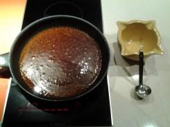 receta de costillar de cerdo al horno con calimoño - reducimos la salsa de calimocho