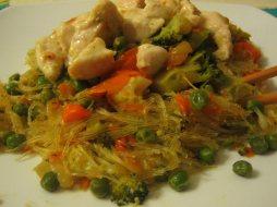 Fideos chinos (noodles) con Verduras y Pollo
