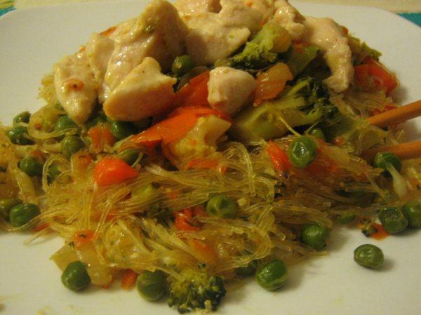 Receta de fideos chinos con pollo y verduras