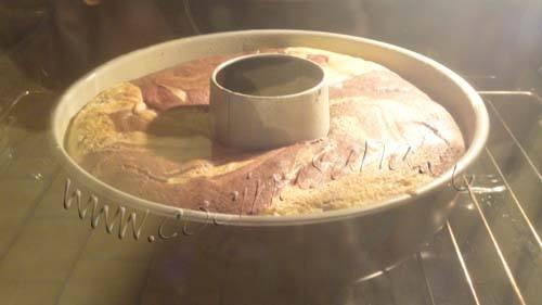 """Bizcocho """"día y noche"""": Hornea el bizcocho a 180ºC (horno precalentado)"""