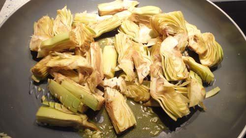 pica la cebolla y saltéala a fuego lento durante unos 15 minutos