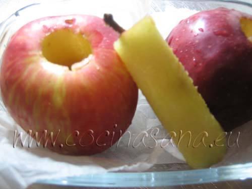 Manzanas al horno con marmelada y frutos secos: quita la parte central