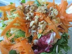Ensalada con lenguas de zanahoria