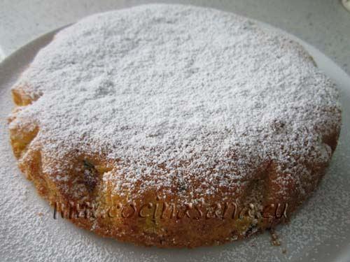 Pon la tarta en el horno precalentado a 180ºC durante 40-50 minutos.