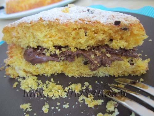 si te gusta puedes cortar la tarta por la mitad y rellenarla con crema de chocolate