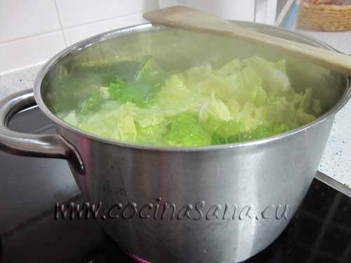 Échalas en agua salada hirviendo y déjalas cocer durante 7/8 minutos