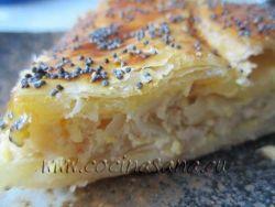 Quiche de cebollas, queso batido y semillas de amapola.