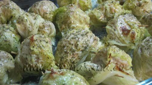 Espera que se doren un poco los rollitos de carne antes de sacarlos del horno, así quedarán más deliciosos