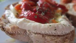 Tostadas de Hummus y Pimientos rojos asados: Qué delicia!