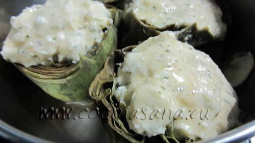 hasta el borde se coloca el relleno que preparamos para las alcachofas esto permite que no se resequen y tomen un aspecto agradable