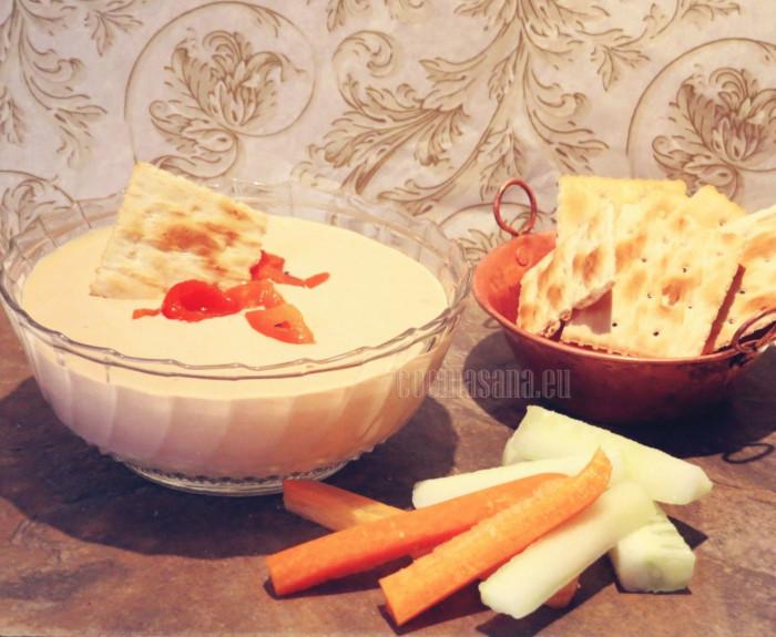 Disfruta de tu dip con el pan tostado, galletas o verduras, ¡Sencillo y delicioso!
