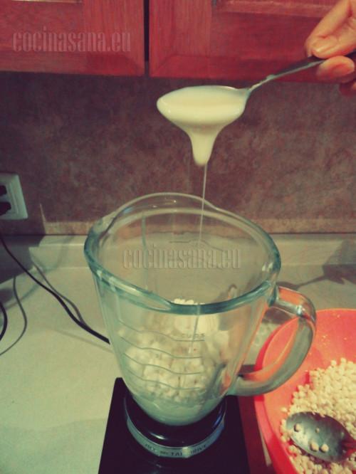 También agrega la leche condensada
