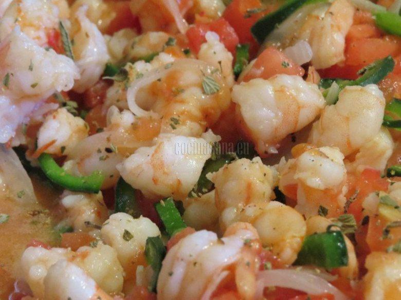 Continua la cocción y condimenta con sal, pimienta y orégano