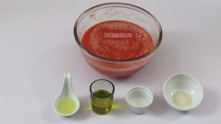 Agregar el limón, aceite, sal y azúcar a la mezcla y rectificar el sazón