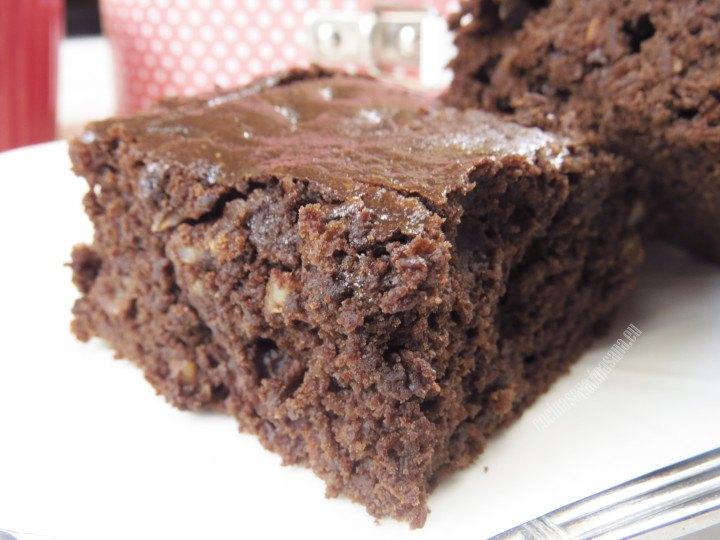 Brownies elaborados con calabacín para una receta ligera, baja en grasas y calorías