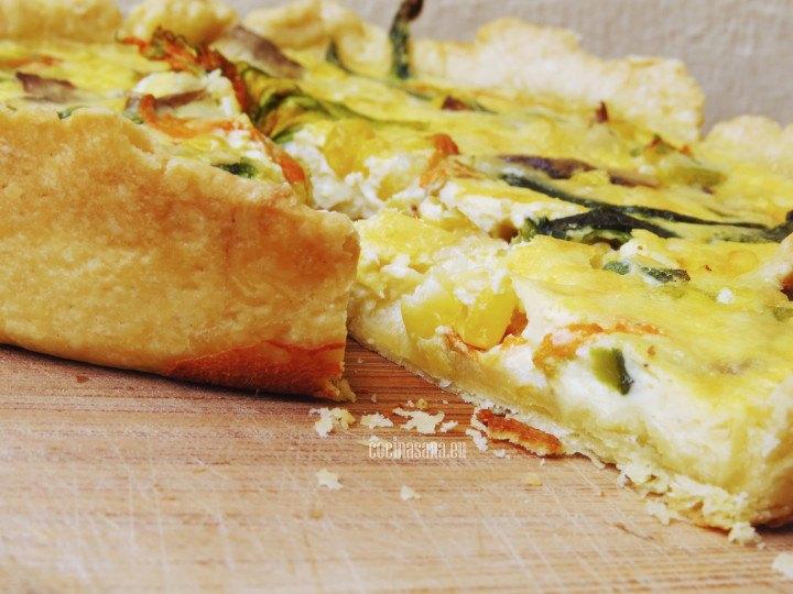 Tarta o quiche elaborado con flor de calabaza, elote, chile poblano queso y crema.