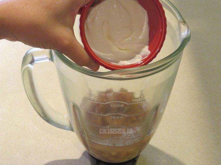 Añadir la Crema y licuar con el resto de los ingredientes