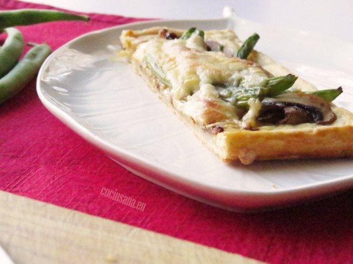 Tarta de Hojaldre y Ejotes con queso se puede servir con una ensalada o para acompañar distintos platos fuertes.
