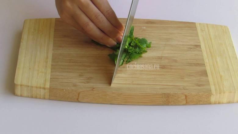 Picar el Perejil finamente para añadir a la pasta al servir