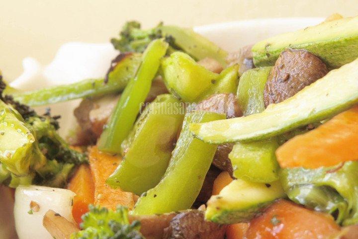 Verduras al Horno Condimentadas con sal y pimienta y romero finamente picado