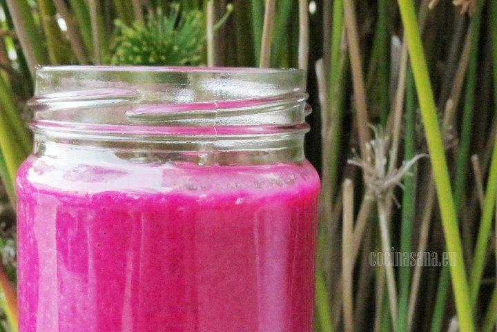 Betabel Licuado con fresas, refrescante y saludable