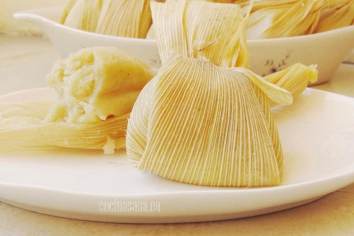 Tamales de piña elaborados con piña fresca y masa de maíz