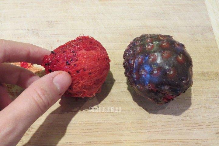 Retirar la piel o la cáscara de las pitayas con cuidado para evitar lastimarse
